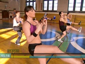 Insanity Max Cardio Conditioning-switch kicks